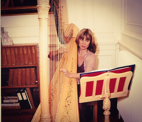 Jane is a gifted harpist who provides beautiful music for weddings at venues across Oxfordshire, Buckinghamshire, Berkshire and Wiltshire. She is based between Thame and Oxford but is happy to discuss travelling to venues a little further afield.
